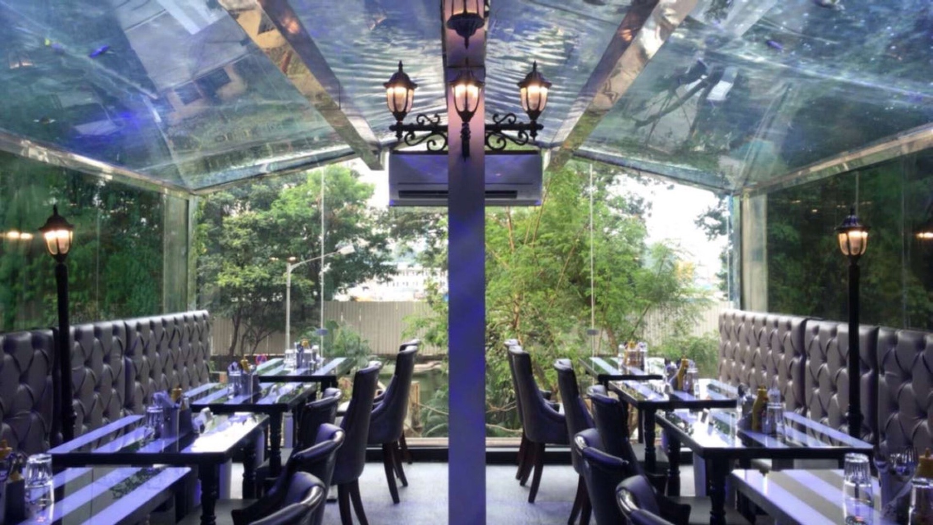 India's First Aquarium Themed Cafe. image