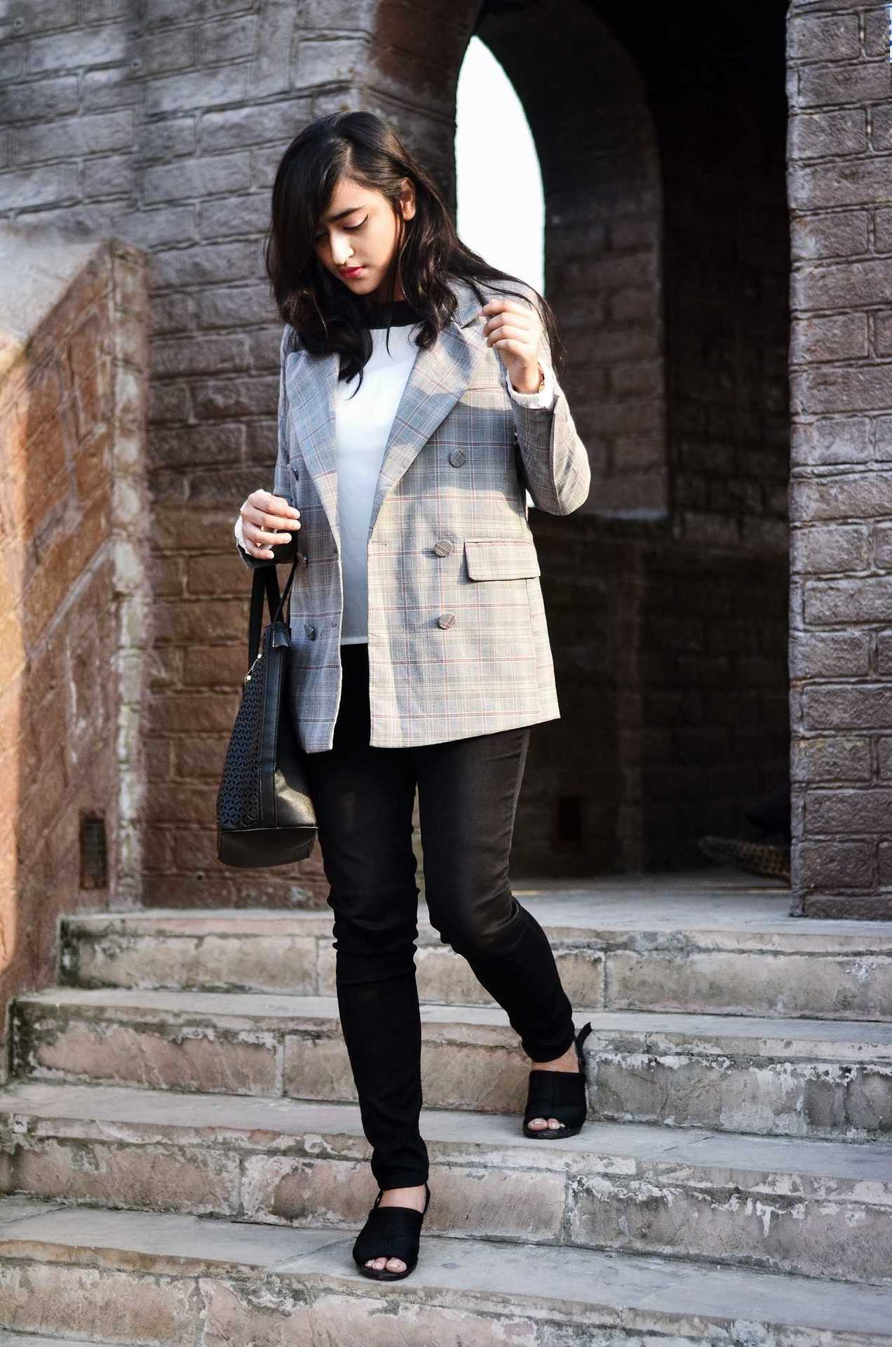 ACE THE CHECKED BLAZER LOOK WITH ROMWE image