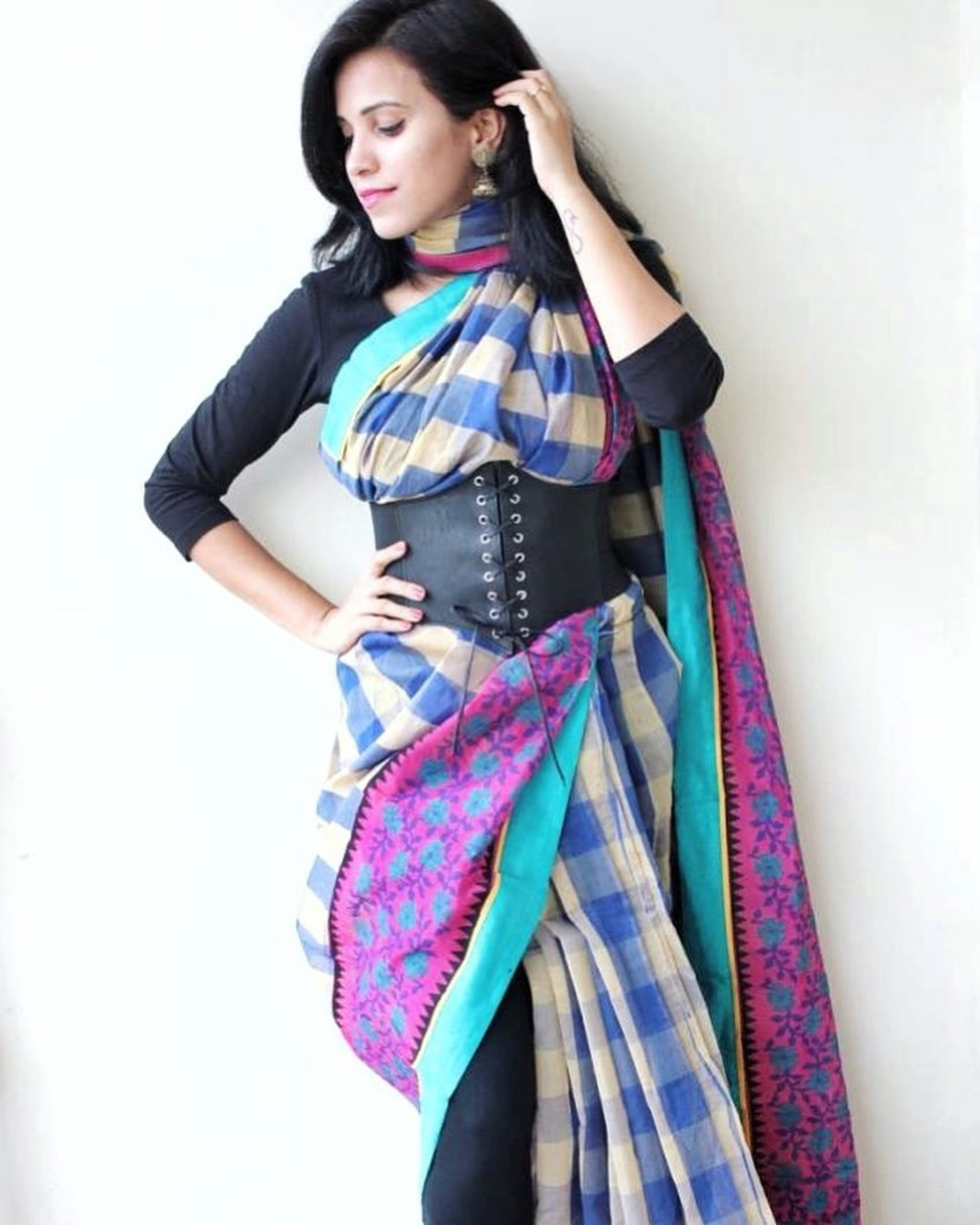 How to Style Your Saree with a Corset Belt image