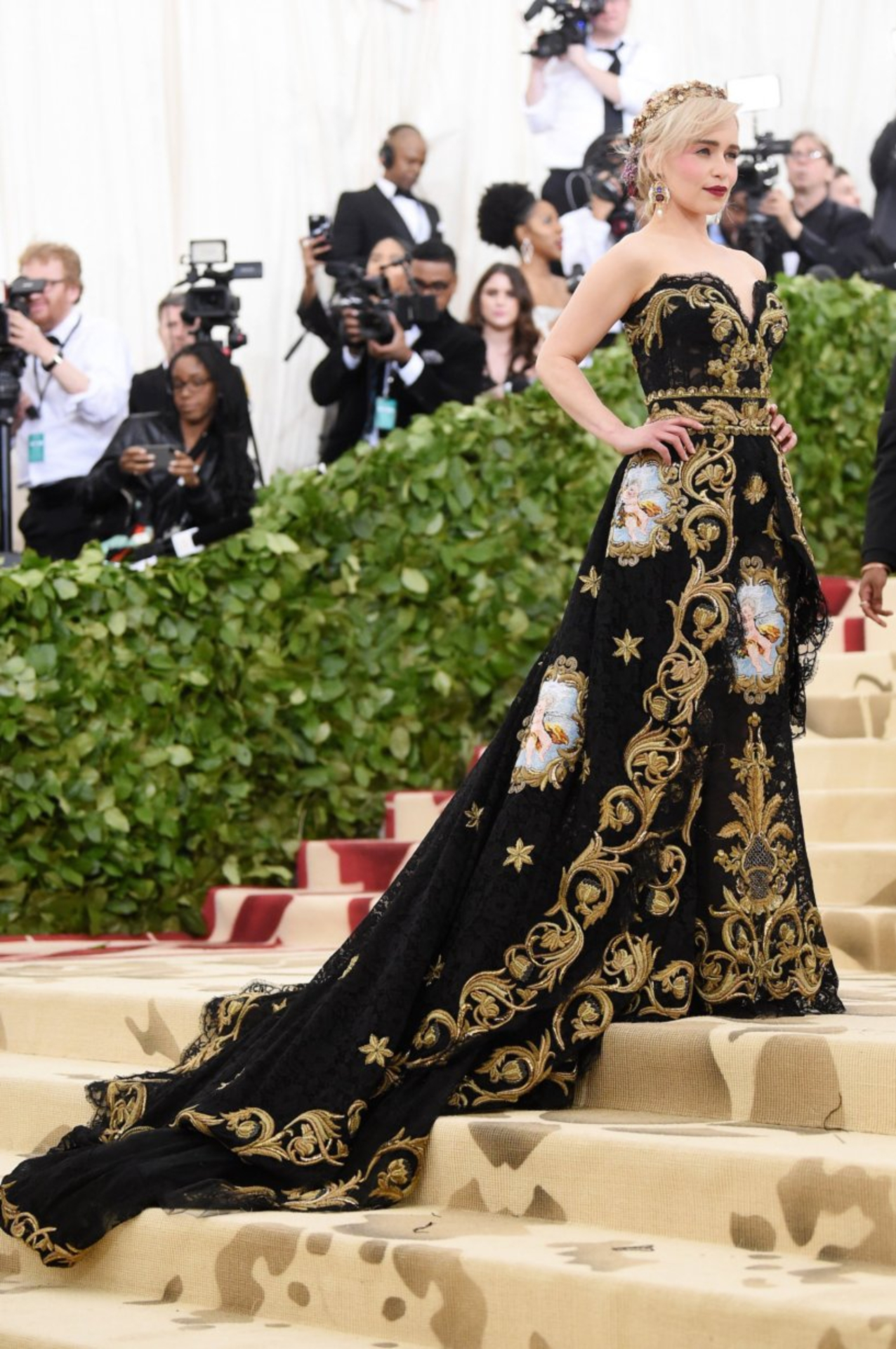 shopaholicpals - emilia clarke met gala 2018 getty images full stairs