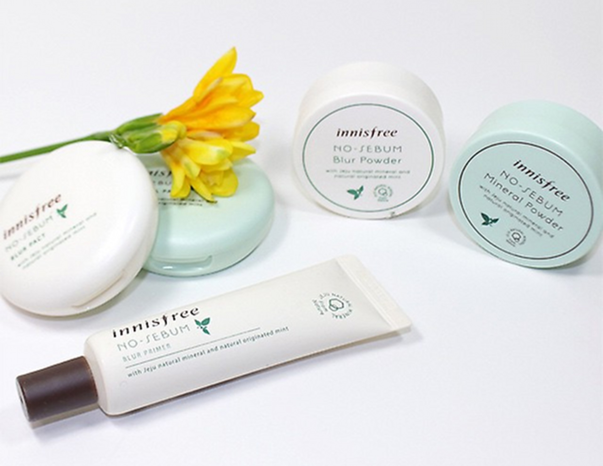 Innisfree India No Sebum Blur Line Review image