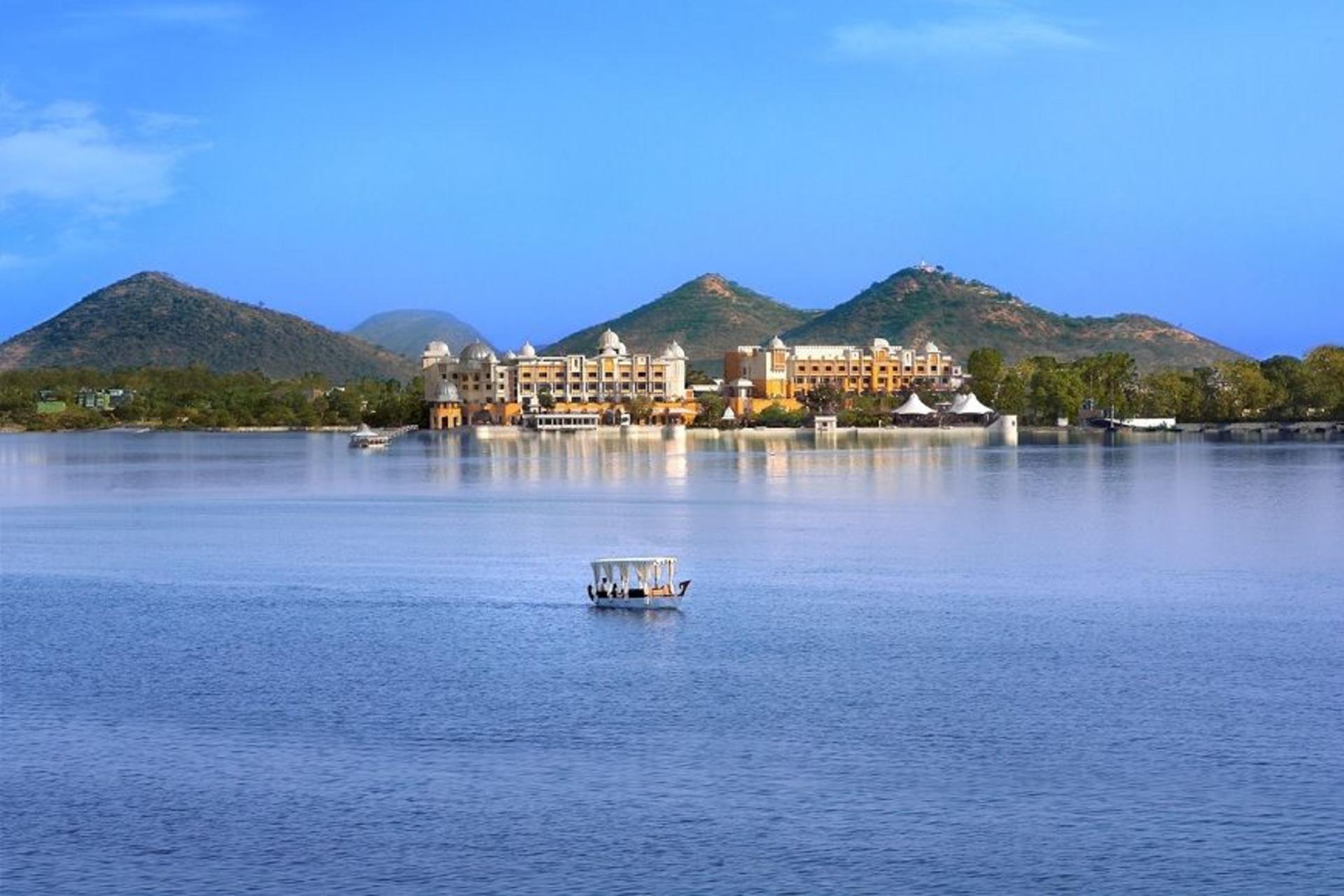 The Dramatic Diva  - Udaipur-Lake