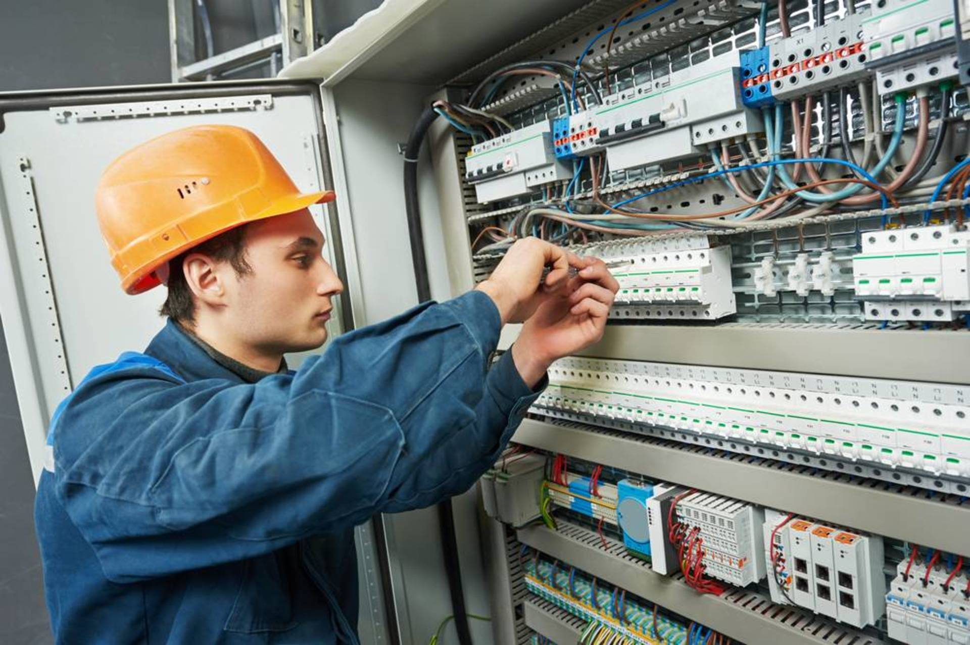 Reasons Why It Is Easier To Find Electrician Online image
