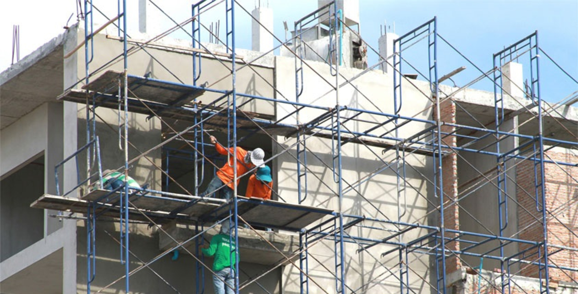 The Do's & Don'ts of Scaffold Safety in Construction image