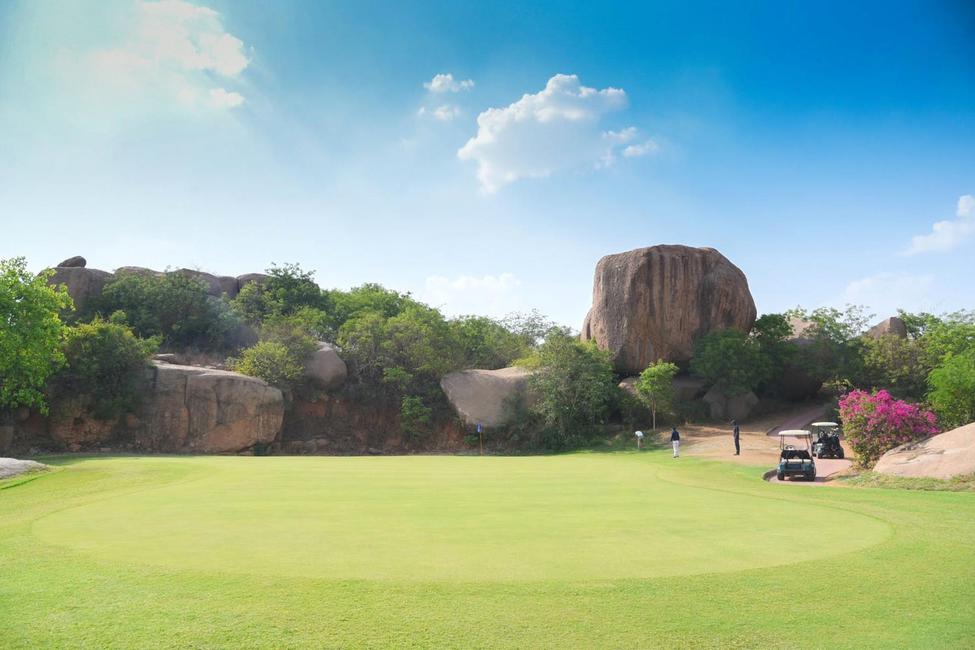 _Girlinskinnyfit_ - Golf Course-1