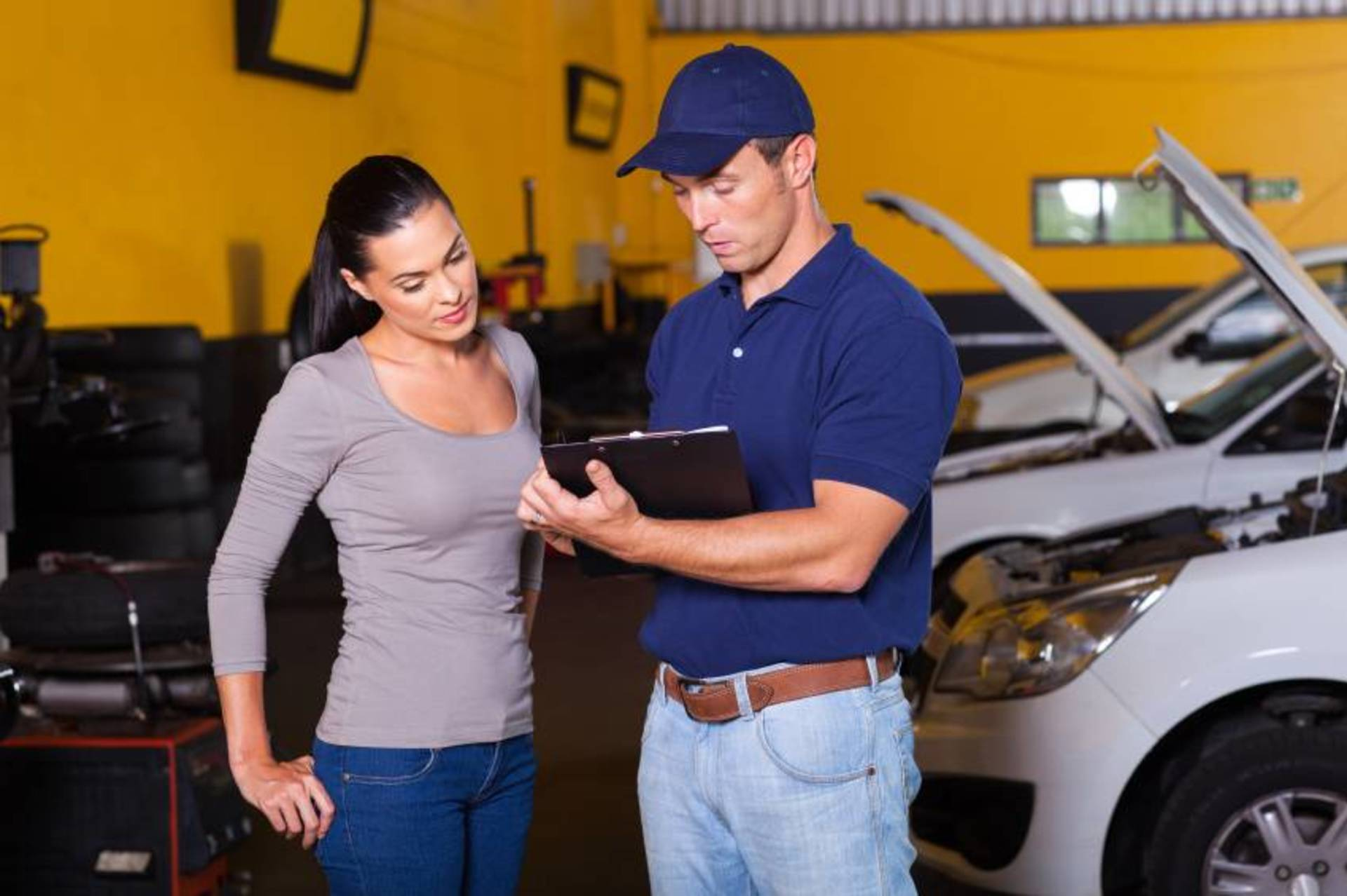 5 Things to Look for Before Hiring an Auto Mechanic image
