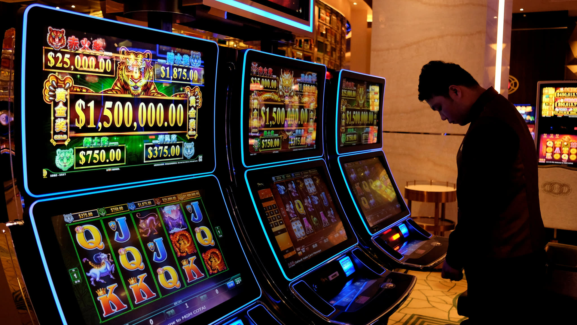 Popular casino games that people play image