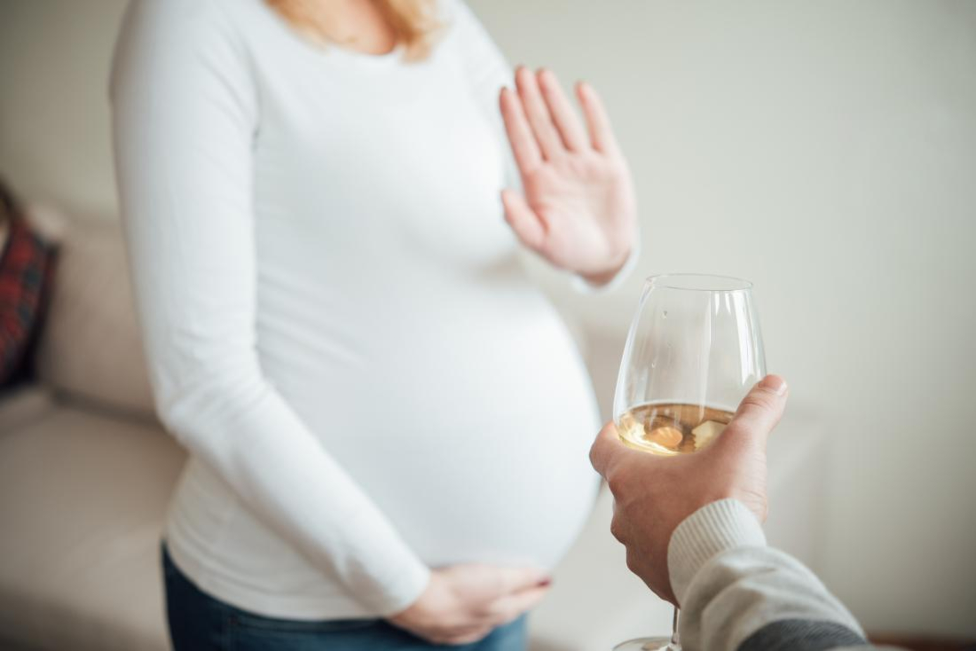 A Blush Of Pink - pregnant-woman-refusing-alcohol
