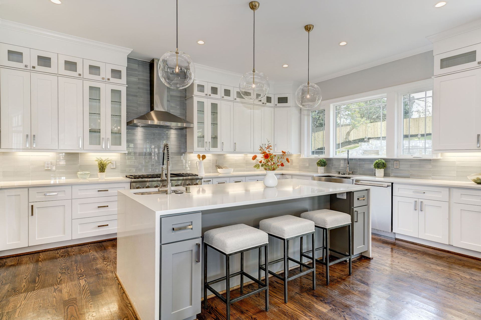 What makes white cabinets ever popular image