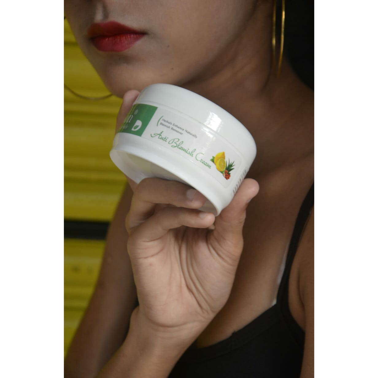 Thelookbook-Review for debon herbals Anti blemish cream.