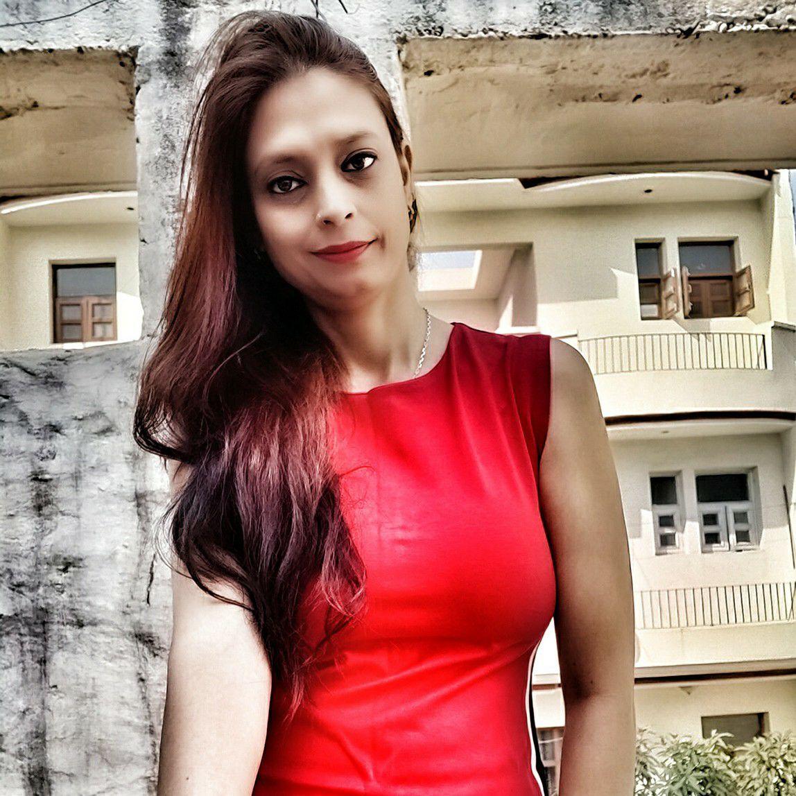Poonam Raina profile pic